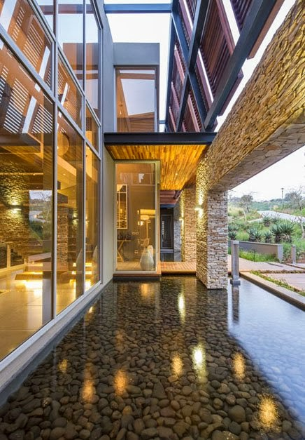 swimming pool Albizia House - Cliff View Modern Mansion by Metropole Architects homesthetics (1)