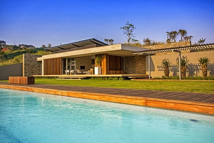 backyard landscaping swimming pool Albizia House - Cliff View Modern Mansion by Metropole Architects homesthetics (1)