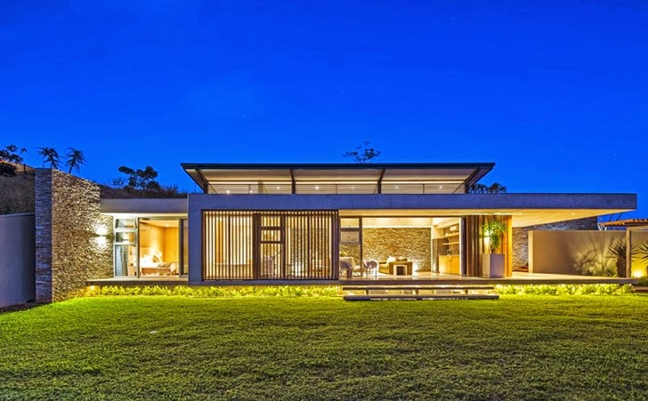 night facade Albizia House - Cliff View Modern Mansion by Metropole Architects homesthetics (1)