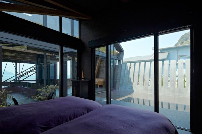 luxurious bedroom in Amazing Wooden Made Modern Mansion-Villa SSK by Takeshi Hirobe Architects Homesthetics