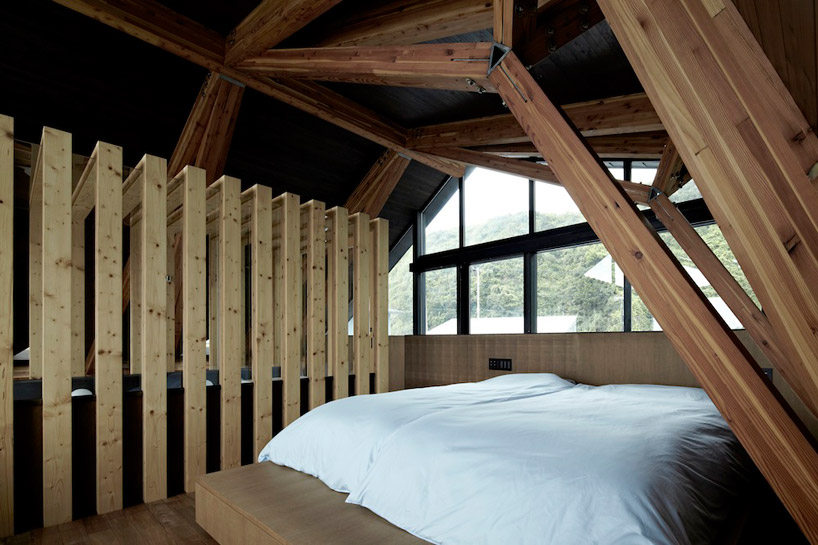 contemporary bedroom in Amazing Wooden Made Modern Mansion-Villa SSK by Takeshi Hirobe Architects Homesthetics