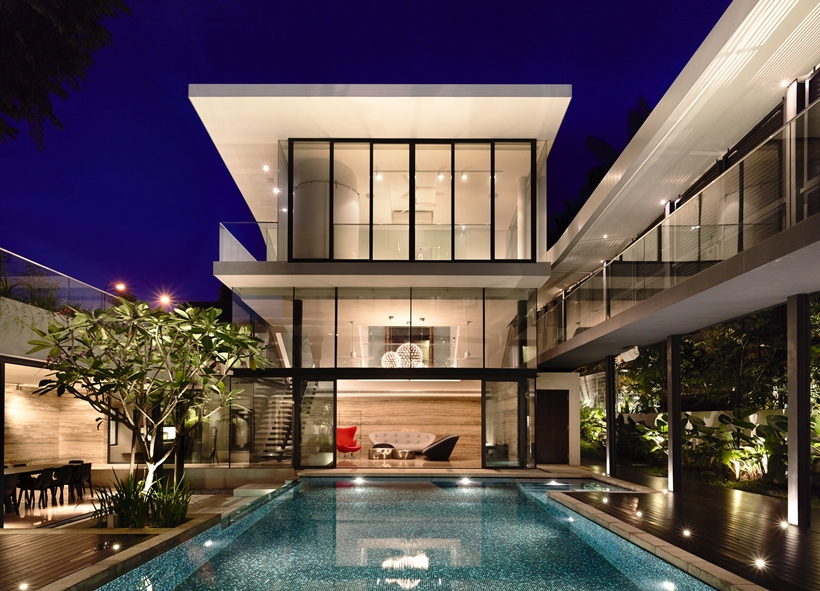 central courtyard at nigh Andrew-Road-Residence-Futuristic-Dream-Mansion-Dream-in-Singapore-by-A-DLAB-modern-mansion