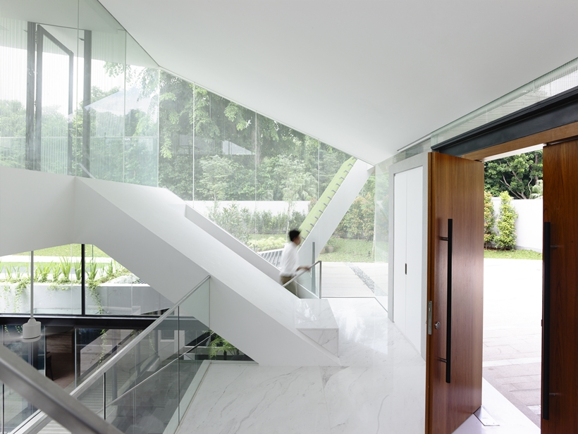 stark white interior design Andrew-Road-Residence-Futuristic-Dream-Mansion-Dream-in-Singapore-by-A-DLAB-modern-mansion