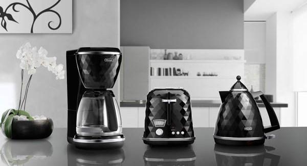 black Breakfast-Series-Brillante-DeLonghi`s Modern & Elegant Faceted Home Appliances homesthetics modern design (1)