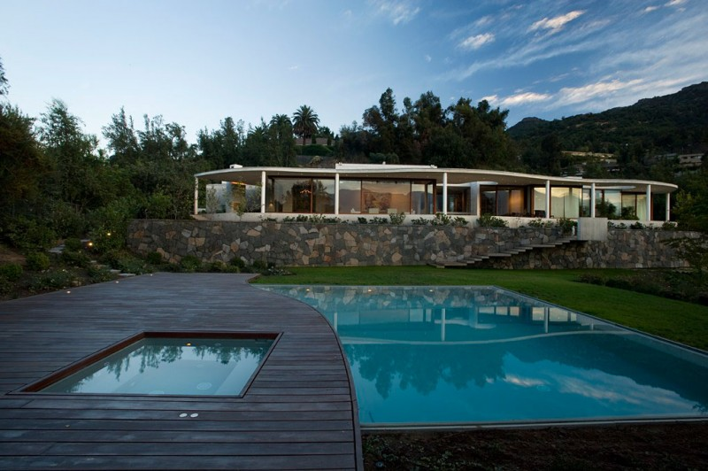 swimming pool view Cliff-View-Modern-Mansion-Lo-Curro-House-in-Chile-by-Peñafiel-Arquitectos-homesthetics