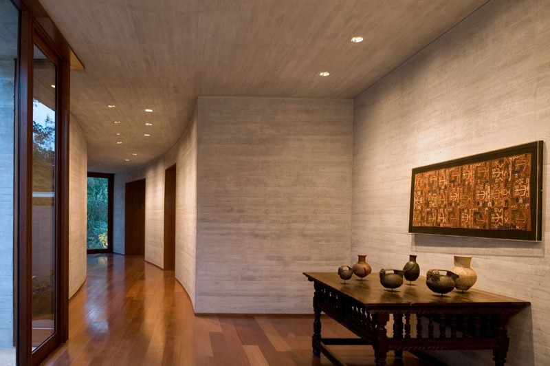 lobby area Cliff-View-Modern-Mansion-Lo-Curro-House-in-Chile-by-Peñafiel-Arquitectos-homesthetics