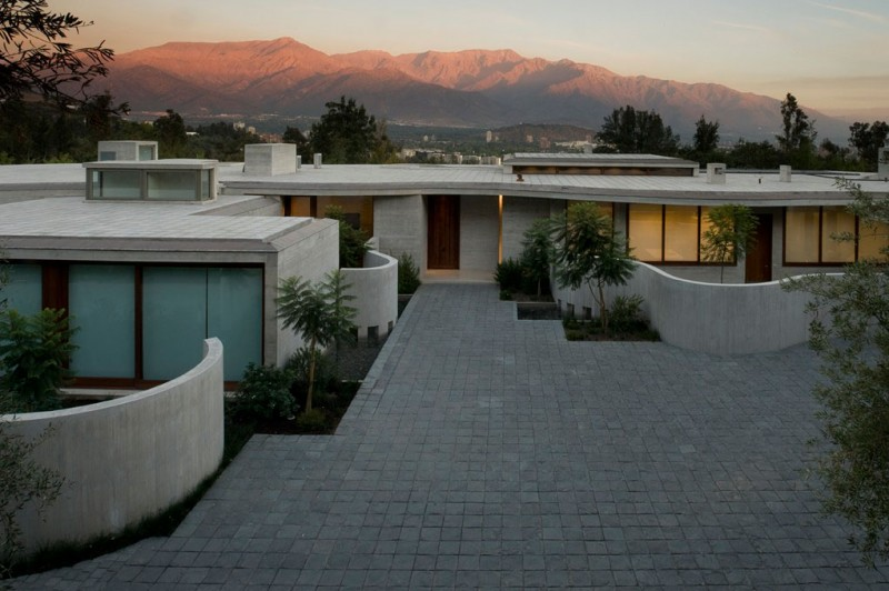 aerial view Cliff-View-Modern-Mansion-Lo-Curro-House-in-Chile-by-Peñafiel-Arquitectos-homesthetics