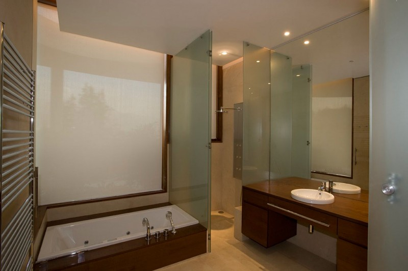 modern bathroom design Cliff-View-Modern-Mansion-Lo-Curro-House-in-Chile-by-Peñafiel-Arquitectos-homesthetics
