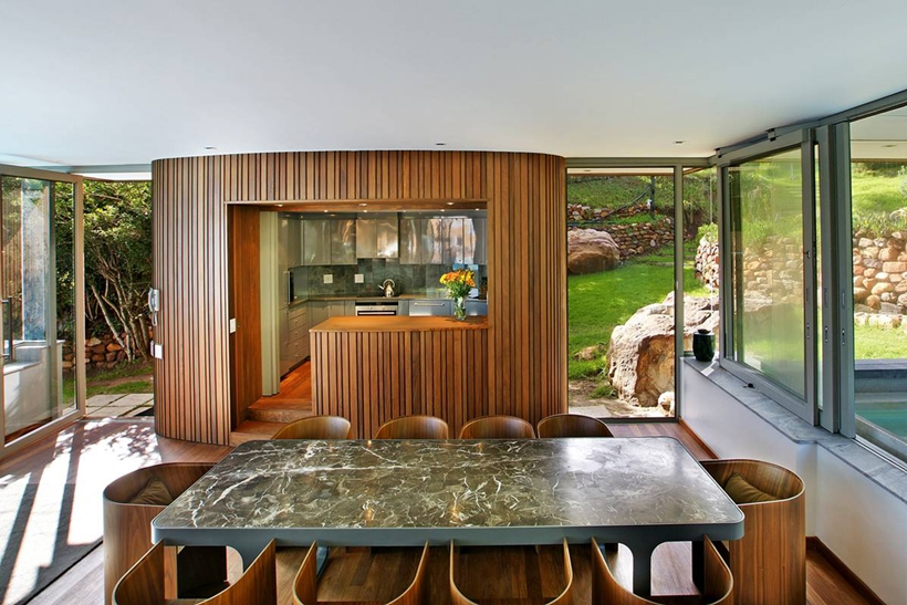 dinning area in the Cliff View Modern Spa House in Cape Town, South Africa by Metropolis Design
