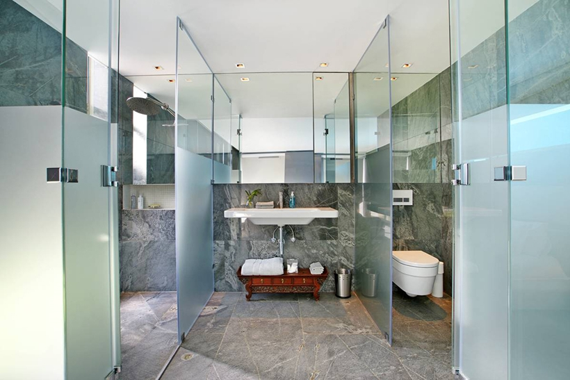 bathroom interior design Cliff View Modern Spa House in Cape Town, South Africa by Metropolis Design