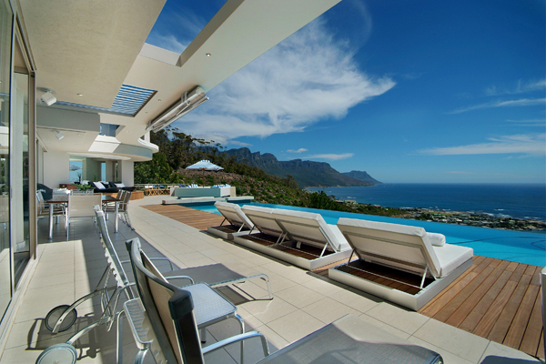 infinity swimming pool and expansive views Clifton-View-Luxurious-Mansion-NettletonRd-South-Africa