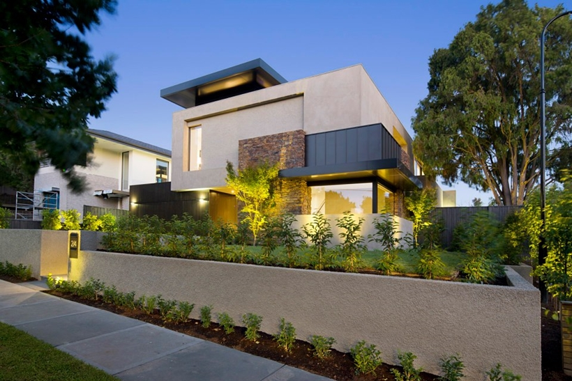 Compact Modern Mansion On Higham Road In Melbourne