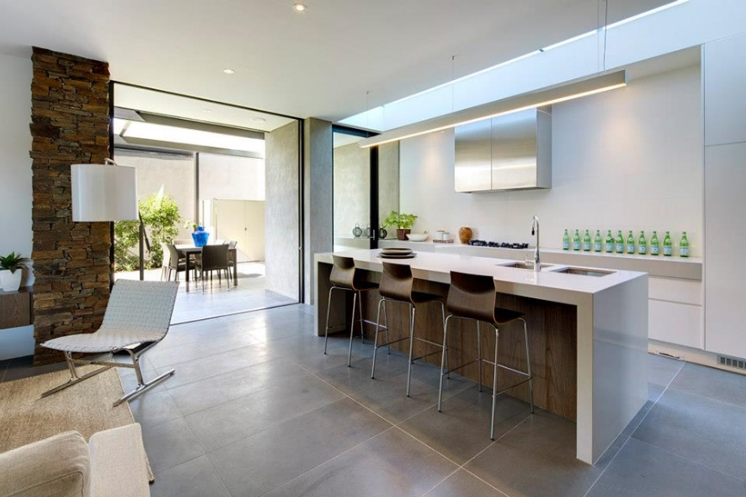 bar area in the interior design Compact Modern Mansion on Higham Road in Melbourne, Australia by Steve Domoney