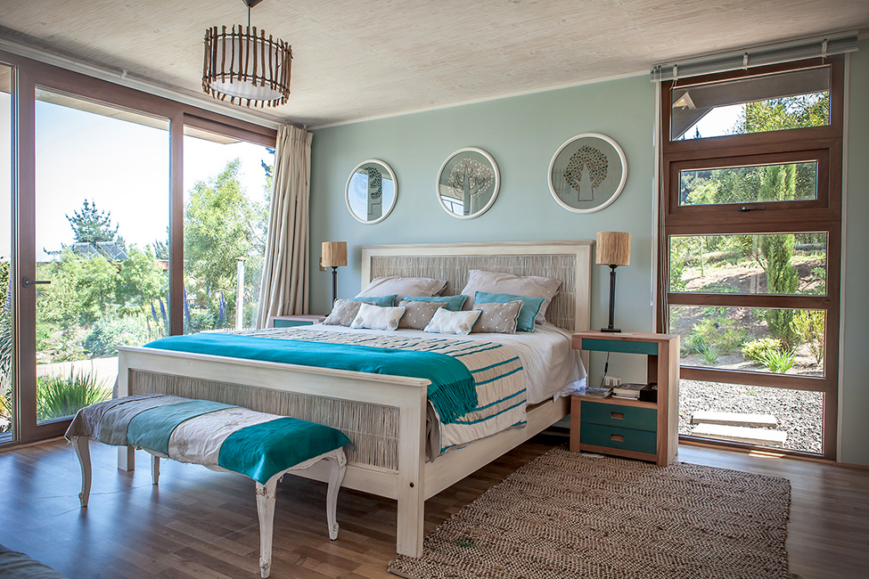 shabby chick bedroom design Contemporary Cliff View Retreat - Tavonatti Residence by Par Arquitectos in Chile (1)homesthetics