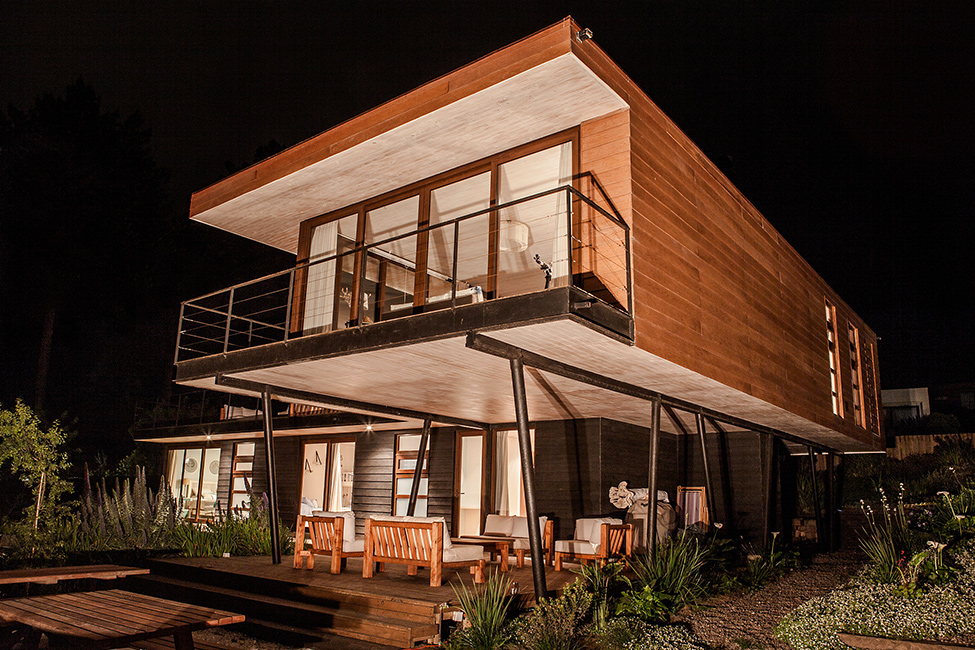 huge cantilever Contemporary Cliff View Retreat - Tavonatti Residence by Par Arquitectos in Chile (1)homesthetics