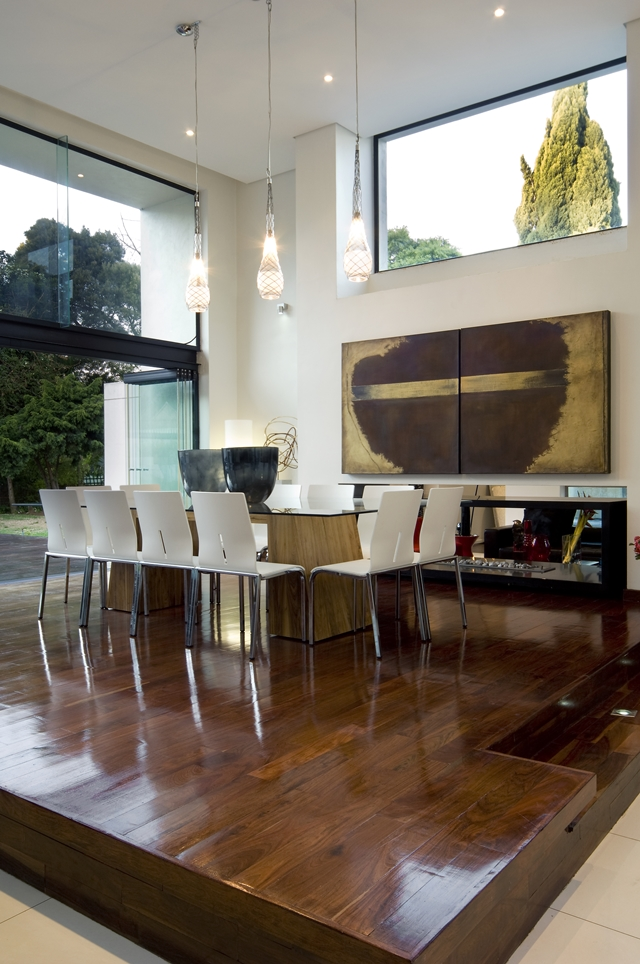 dinning area Dream Home Close to Achieving Perfection- House Mosi by  Nico van der Meulen Architects