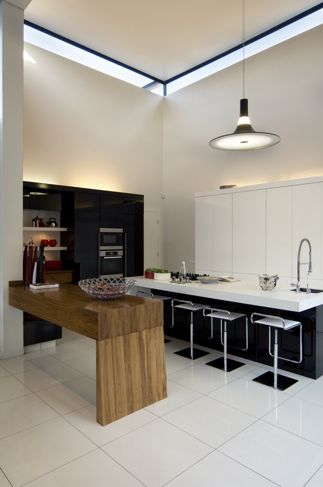 dinning area in the kitchen Dream Home Close to Achieving Perfection- House Mosi by  Nico van der Meulen Architects