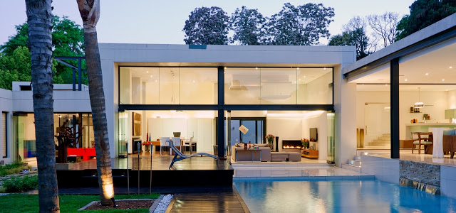 living area mirrored in the swimming pool Dream Home Close to Achieving Perfection- House Mosi by  Nico van der Meulen Architects