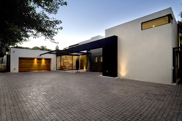 access to the Dream Home Close to Achieving Perfection- House Mosi by  Nico van der Meulen Architects