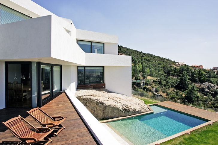 view from patio terrace in El Viento Modern Dream Home with Irregular Blueprint by Otto Medem de la Torriente