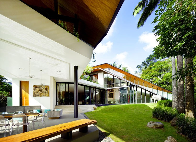 luxurious backyard landscaping design in Futuristic Modern Mansion Embeded in Nature-The Winged House in Singapore by K2LD Architects Homesthetics