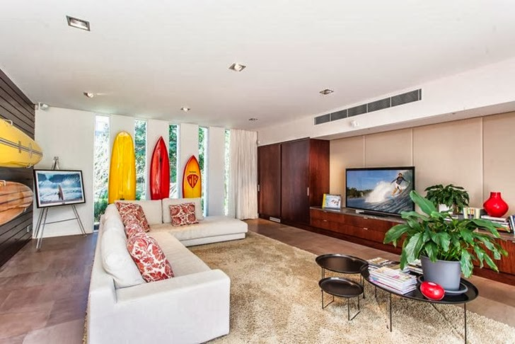 small living room interior design Imposing-Modern-Residence-in-Casuarina-Australia-Exposing-Its-Structure-homestheticss-mansion