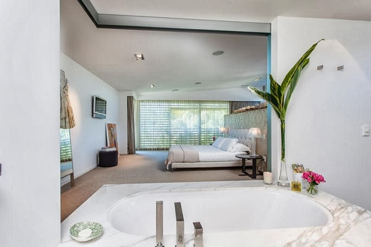 master bedroom suite Imposing-Modern-Residence-in-Casuarina-Australia-Exposing-Its-Structure-homestheticss-mansion