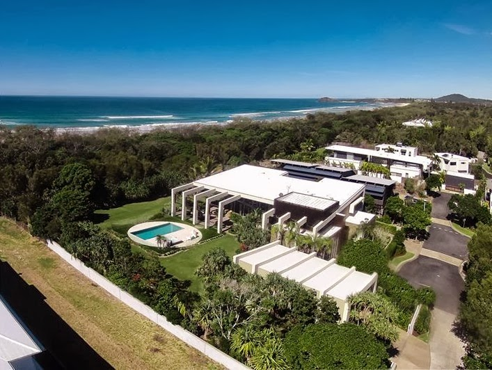 aerial view Imposing-Modern-Residence-in-Casuarina-Australia-Exposing-Its-Structure-homestheticss-mansion