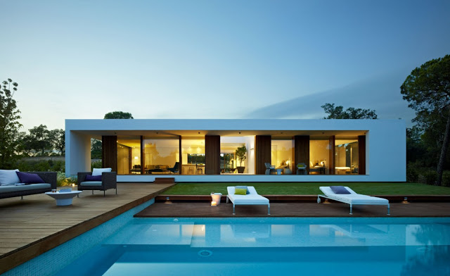 breathtaking facade and pool Indigo-Modern Dream Home in Contemporary Style in Catalonia homesthetics modern mansion (1)