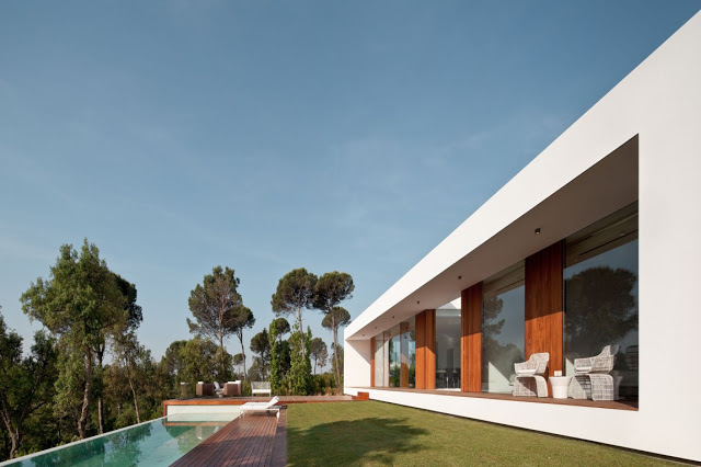 terrace patio area Indigo-Modern Dream Home in Contemporary Style in Catalonia homesthetics modern mansion (1)