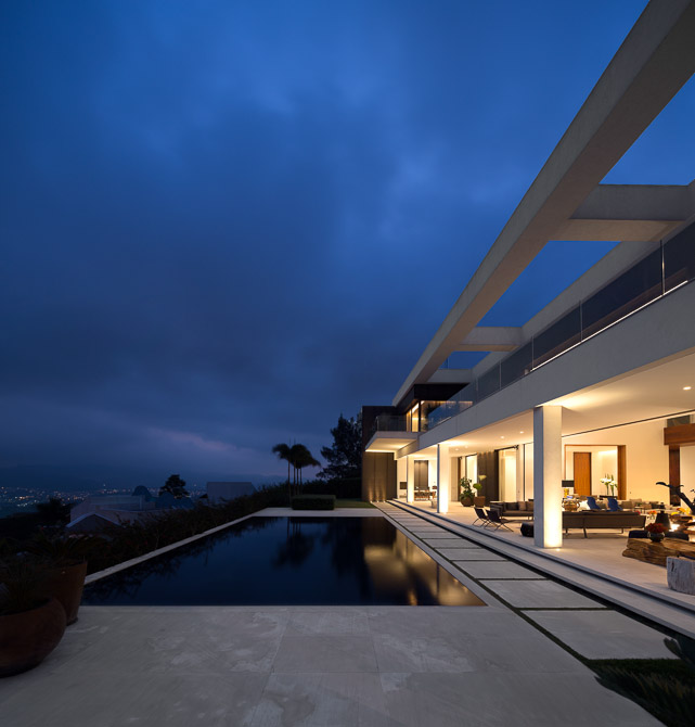 mirror of the home in backyard landscaping with swimming pool of the Jaragua Residence - Luxurious Modern Mansion in São Paulo, Brazil