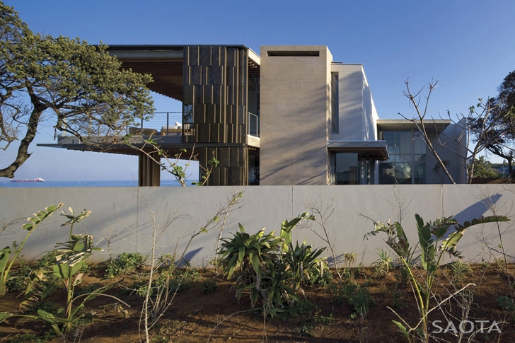 short facade La-Lucia-Modern-African-Mansion-in-Durban-South-Africa-Designed-by-SAOTA-homesthetics