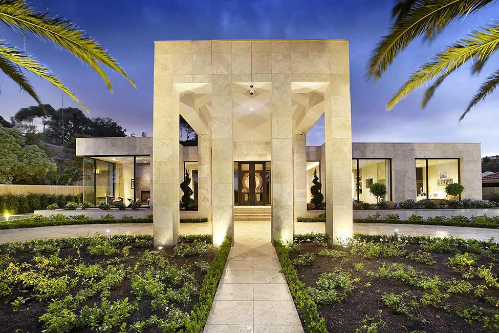 entrance to the imposing Large Luxurious Modern Mansion in Melbourne Wearing Contemporary Style