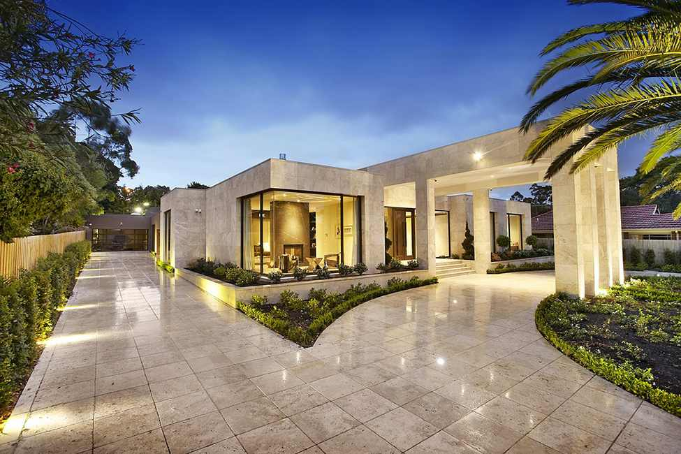 Imposing Luxurious Modern Mansion in Melbourne Wearing  : Large Luxurious Modern Mansion in Melbourne Wearing Contemporary Style homesthetics 15 from homesthetics.net size 975 x 650 jpeg 85kB