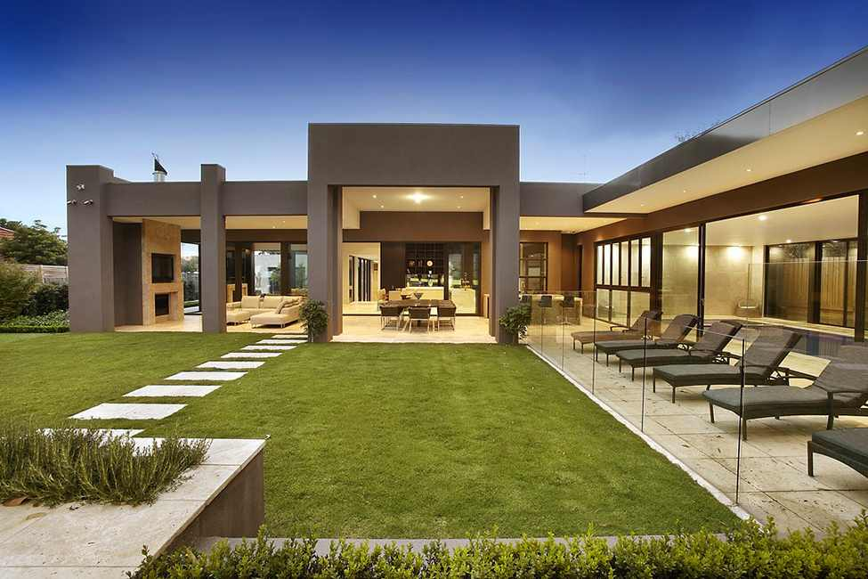 central backyard landscaping Large Luxurious Modern Mansion in Melbourne Wearing Contemporary Style