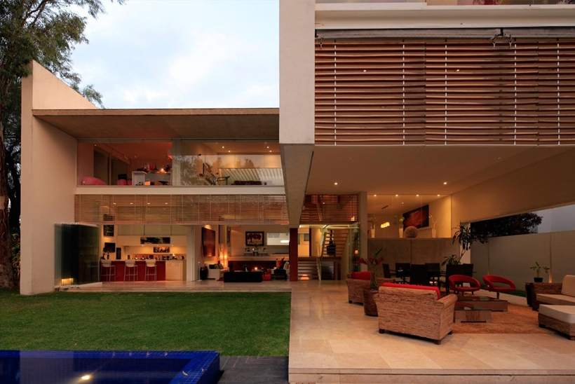 Luxurious Modern Mansion with Huge Cantilever in Contemporary Style - Godoy House in Mexico