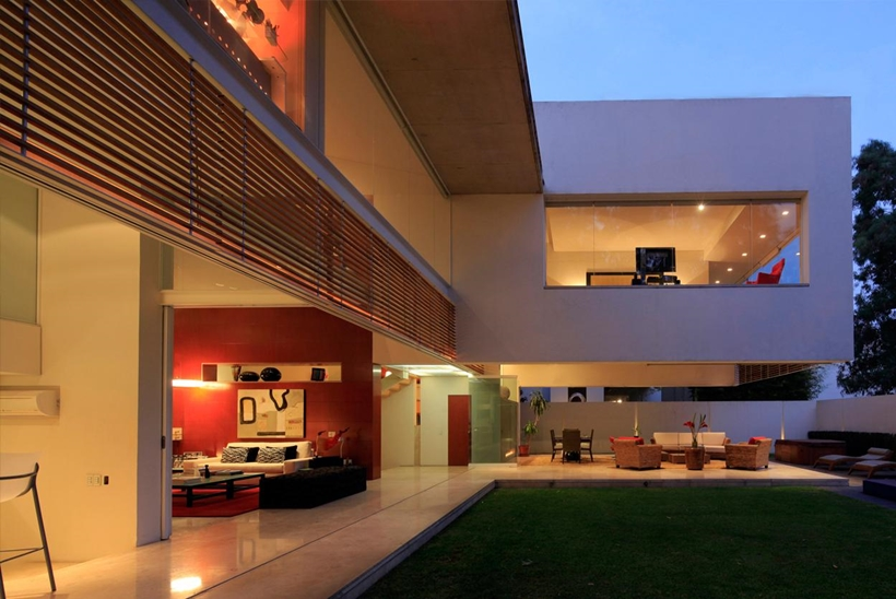 living room that opens up to the central courtyard Luxurious Modern Mansion with Huge Cantilever in Contemporary Style - Godoy House in Mexico