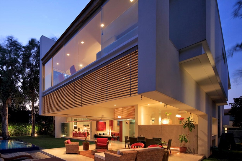 big cantilevers Luxurious Modern Mansion with Huge Cantilever in Contemporary Style - Godoy House in Mexico