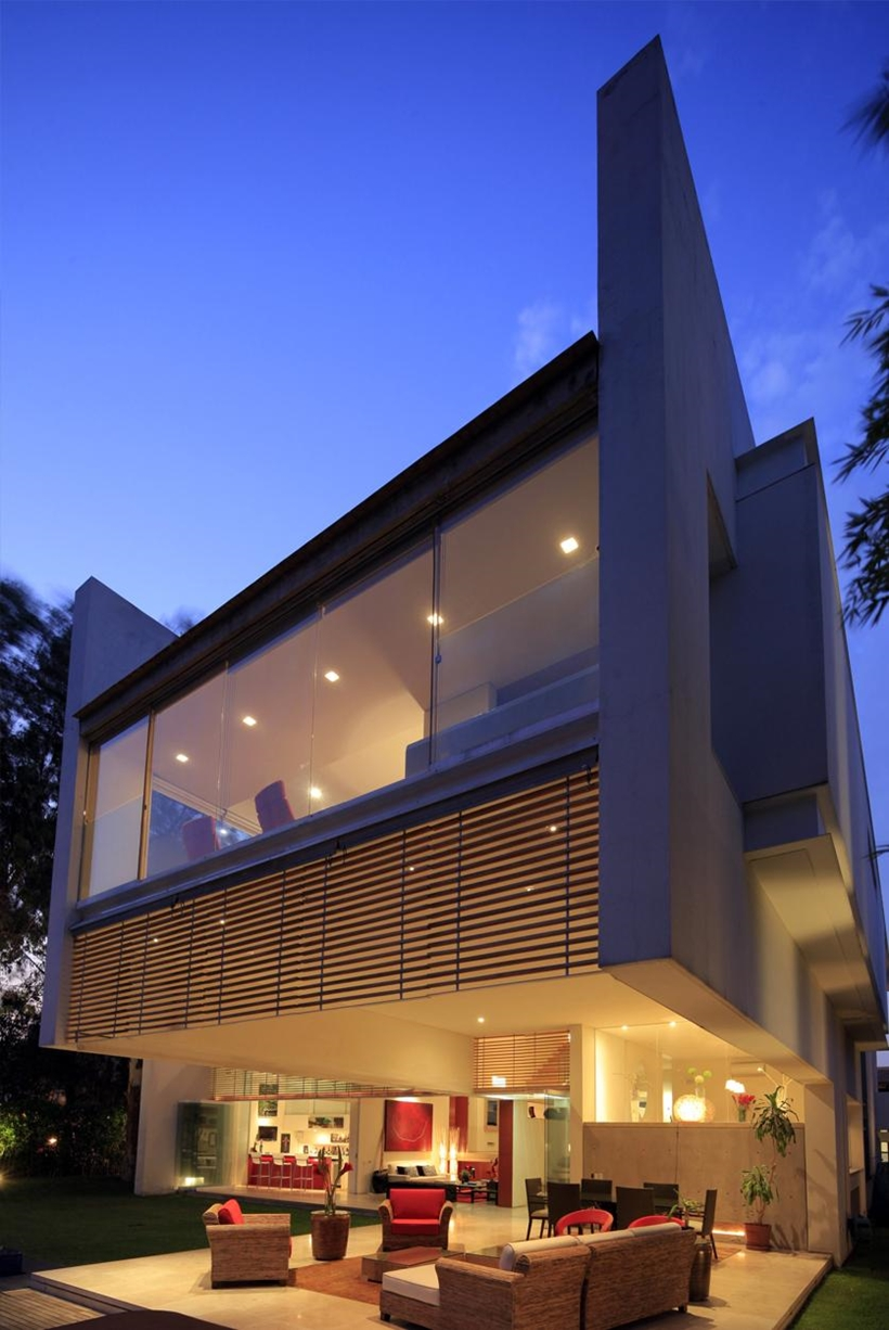 Luxurious modern mansion with huge cantilever in - What is a contemporary home ...