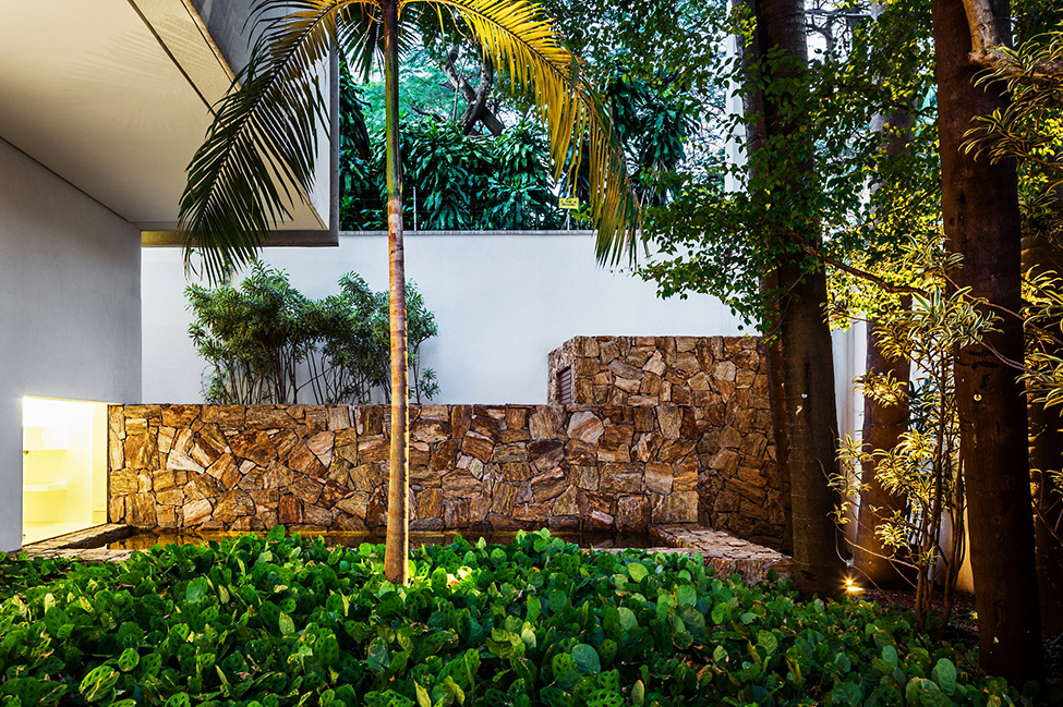 backyard landscaping ideas vMG-Residence-Modern-Mansion-Luxury-and-Style-Reinach-Mendonça-Arquitetos-in-São-Paulo