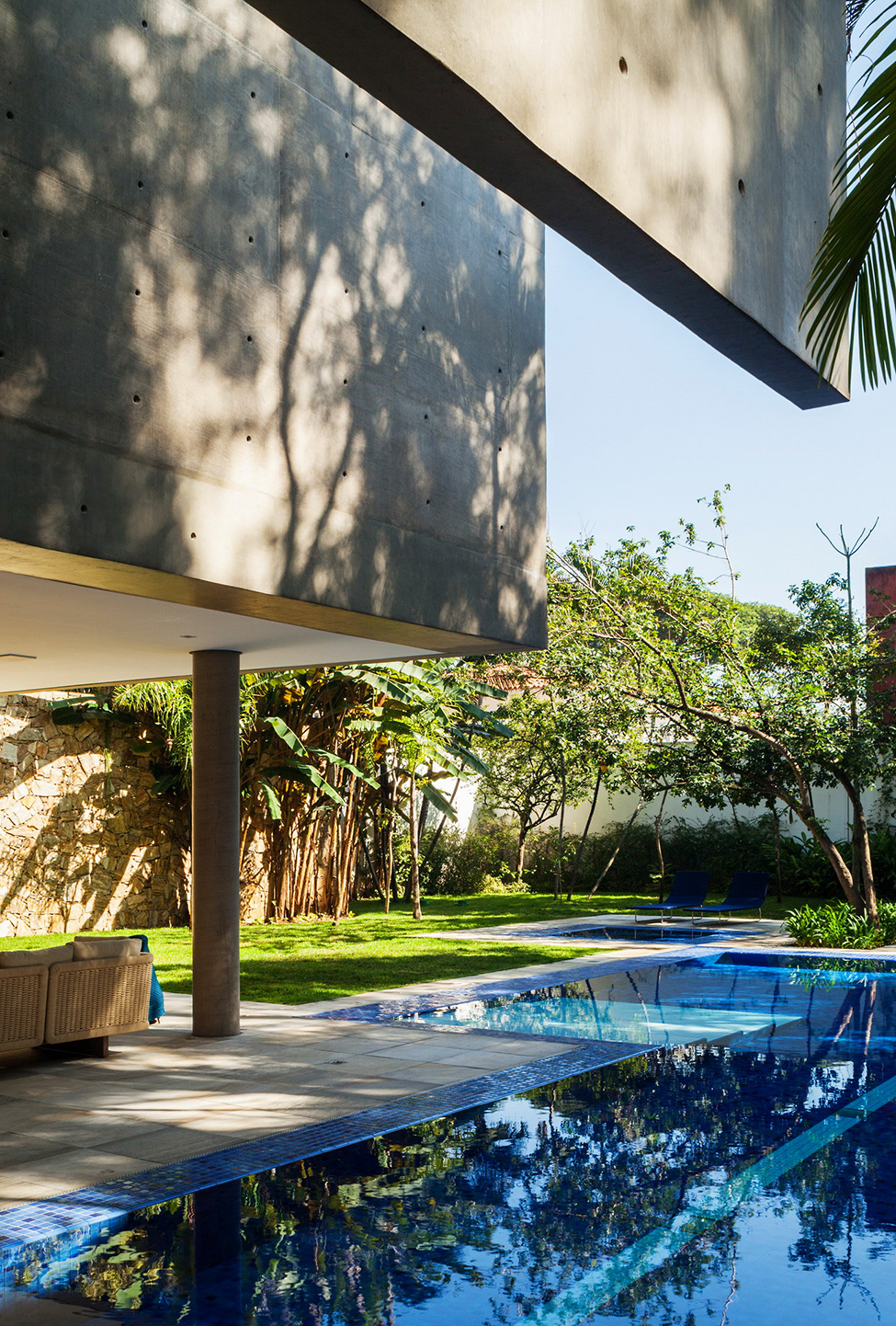 breathtaking view MG-Residence-Modern-Mansion-Luxury-and-Style-Reinach-Mendonça-Arquitetos-in-São-Paulo