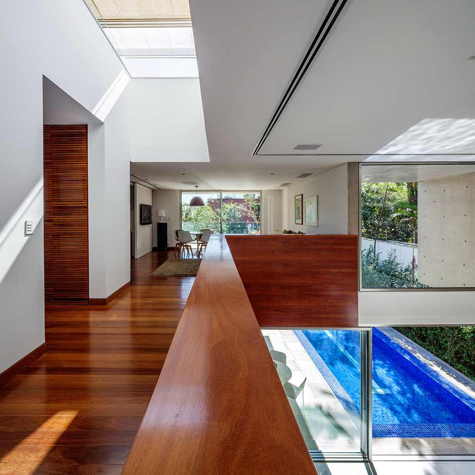 view to the living room and the swimming pool of the MG-Residence-Modern-Mansion-Luxury-and-Style-Reinach-Mendonça-Arquitetos-in-São-Paulo