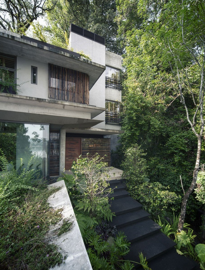 main entrance MZ House by CHK Arquitectura-Modern Mansion in the Green Heaven