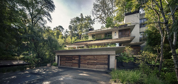 garage MZ House by CHK Arquitectura-Modern Mansion in the Green Heaven
