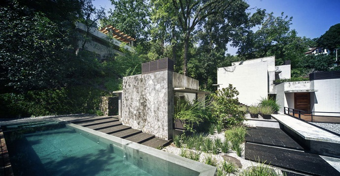 infinity swimming pool MZ House by CHK Arquitectura-Modern Mansion in the Green Heaven
