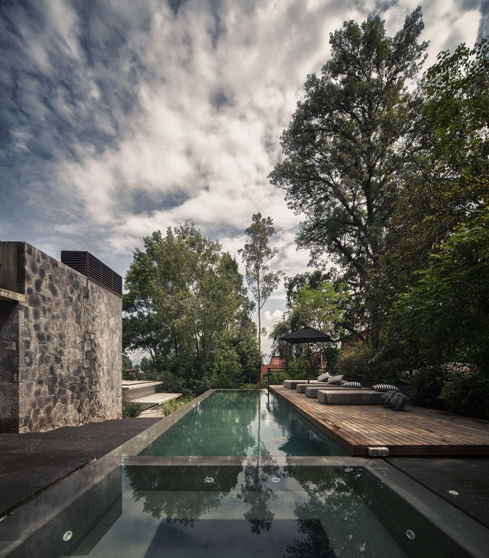 infinity swimming poolMZ House by CHK Arquitectura-Modern Mansion in the Green Heaven