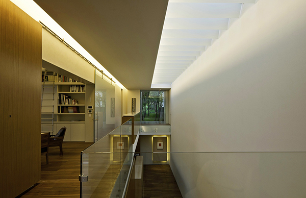 staircase area Marble-L-Shaped-Modern-Mansion-with-Amazing-Backyard-Landscaping