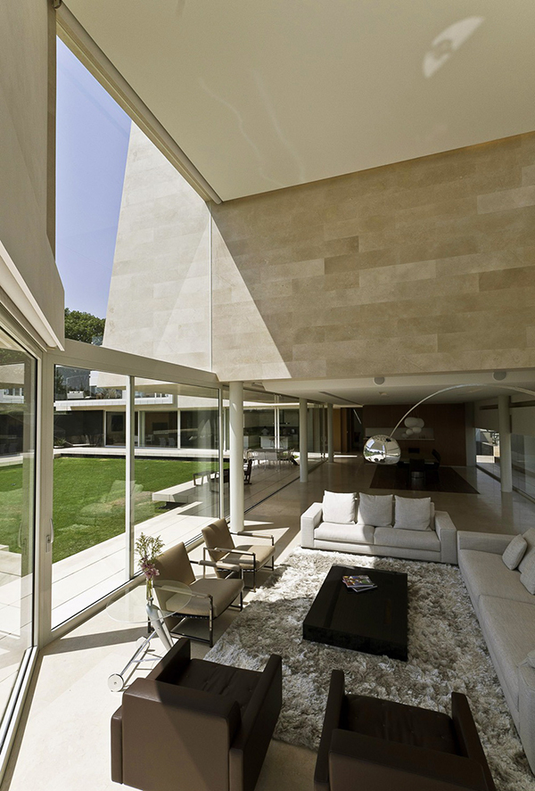 living room design Marble-L-Shaped-Modern-Mansion-with-Amazing-Backyard-Landscaping