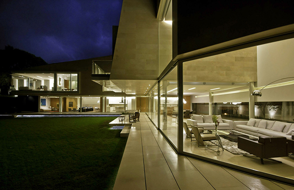 Marble L-Shaped Modern Mansion with Amazing Backyard Landscaping homesthetics (17)