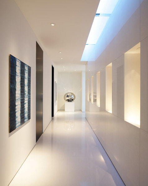white immaculate Minimalist Modern Dream Home Materialized in Beverly Hills, California homesthetics modern mansion